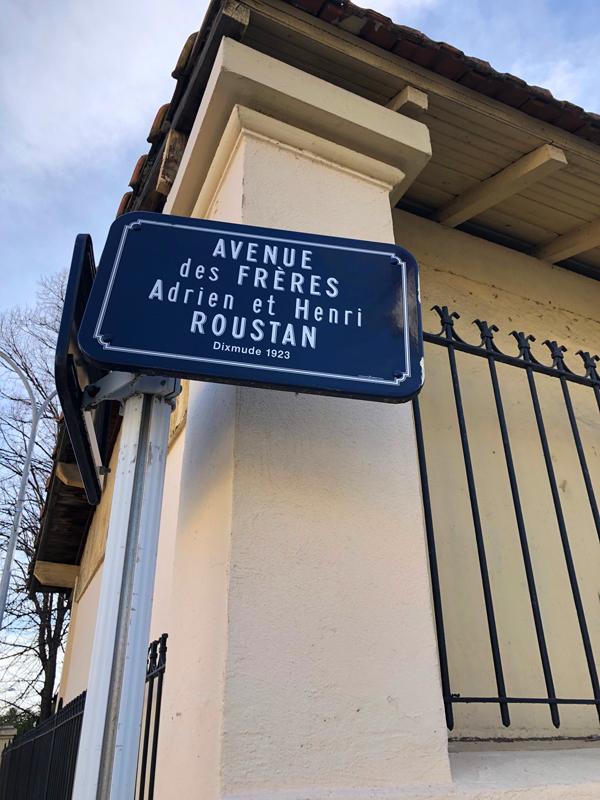 panneau routier Avenue des frères Adrien et Henri ROUSTAN