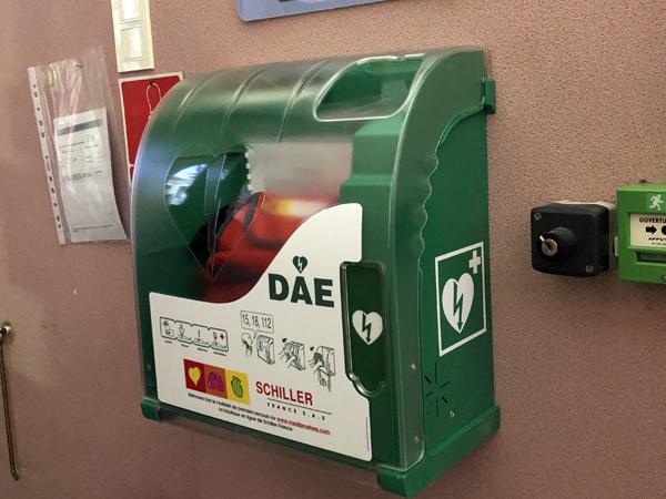Installation d'un défibrillateur automatique au collège